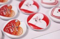 Декоративные наклейки - 6696  Наклейки Пуговицы на листе сердца 2,5см (12шт в уп)