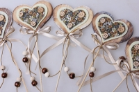 Декоративные вставки - Украшение тортов от Магазина флористики - 9513 Вставка Сердце с пуговкой (винтаж) (12 шт в уп)