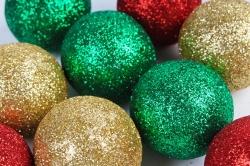 Декоративный наполнитель Шарики с глиттером (пенопласт) красн, зелен, золот.  D=5см САА715460