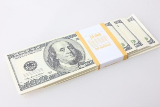 Деньги не настоящие упаковка по 100$