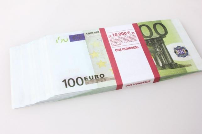 Деньги не настоящие упаковка по 100 евр.