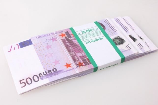 Деньги не настоящие упаковка по 500евр.