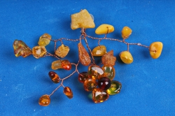 Дерево янтарное (магнит на камне)