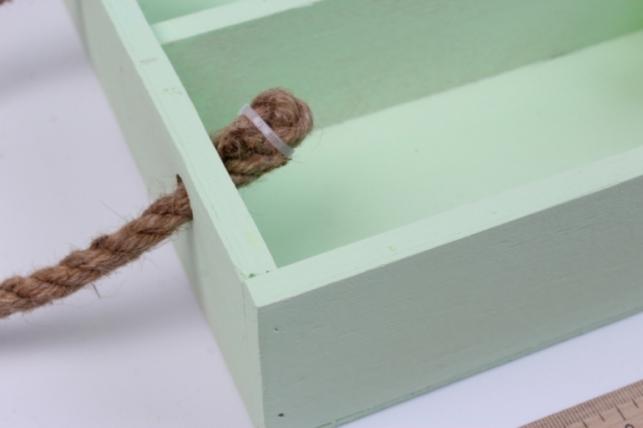 деревянныйящик-поддонсперегородкамиибоковымиверёвкамимсалатовый20*20*6см