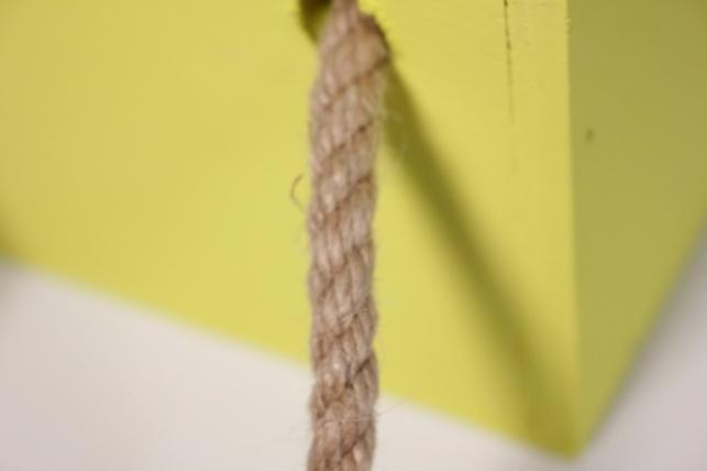 деревянныйящиксбоковымиверёвкамимжёлтый15*15*10см