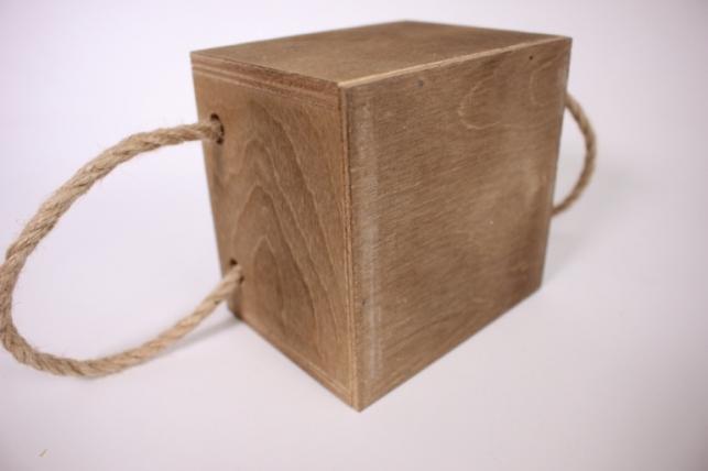 деревянныйящиксбоковымиверёвкамиsкоричневый12*12*10см