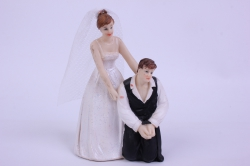 Фигурки Жених и Невеста на торт (С приколом)- На коленях, ноги связанные h=12см