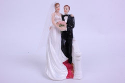 Фигурки Жених и Невеста на торт (С приколом)- На лестнице h=13см