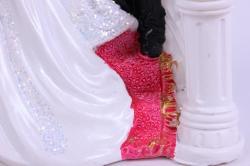 фигурки жених и невеста на торт (с приколом)- на лестнице