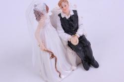 фигурки жених и невеста на торт (с приколом)- привязан к креслу