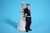 фигурки жених и невеста на торт (с приколом)- с пистолетом h=12cм