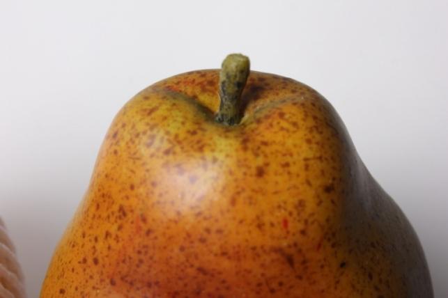 груша большая в ассорт. 8см (1шт) 03-4