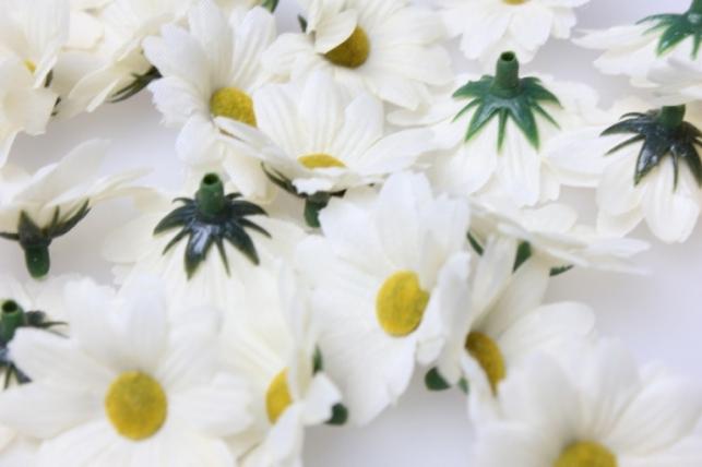 Хризантема бежевая цвет. гол. 3,5см (60шт в уп) 3077 - искусственные растения