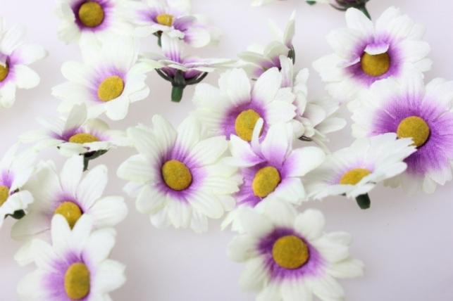 Хризантема бело-сиреневая цветок 3,5см (60шт в уп) 3107