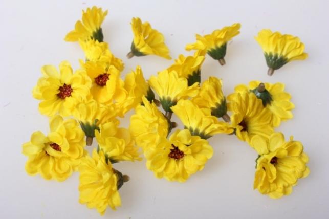 Хризантема желтая цветная 3,5см (60шт в уп) 3060