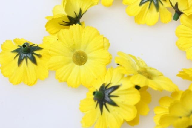 хризантема желтая цветная 3,5см (60шт в уп) 3091