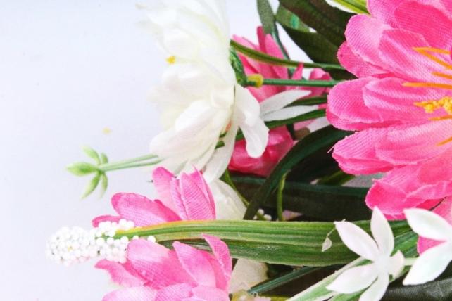 Хризантема с декором бело-розовая