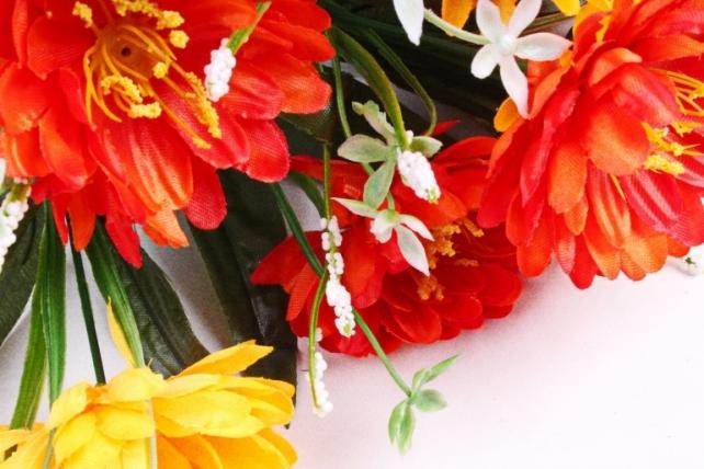 Хризантема с декором оранжево-красная