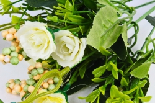 Искусственное растение - Розанчики белые