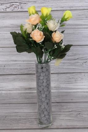 Искусственное растение - Розочки с папоротником и белыми ягодами бело-жёлто-персиковые