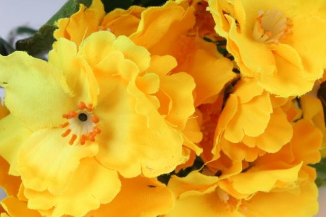искусственное растение - фиалки махровые жёлтые