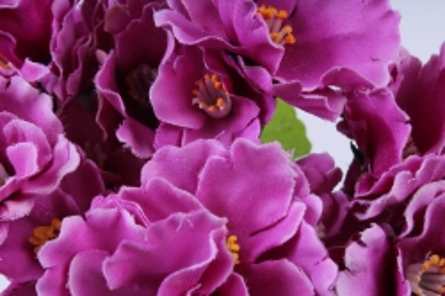 искусственное растение - фиалки махровые малиновые