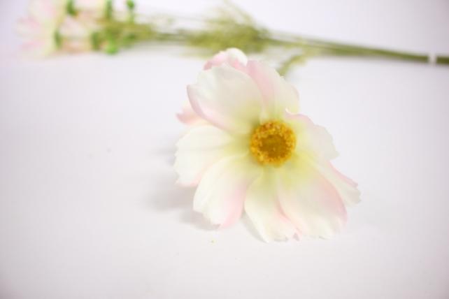 искусственное растение - космея 45см бело-розовая (6 шт в уп) sun448