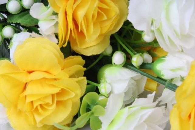 искусственное растение - роза с белыми ягодами бело-желтая h=33cm
