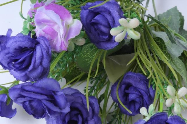 искусственное растение - розочка с гипсофилой сине-сиреневая h=31cm