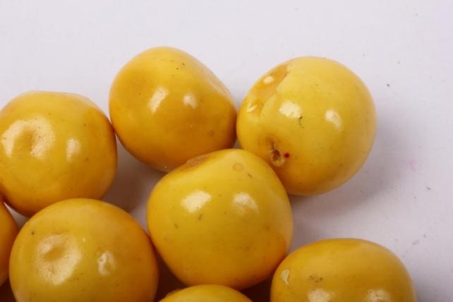 искусственные фрукты - черешня жёлтая 2 см (10 шт в уп)