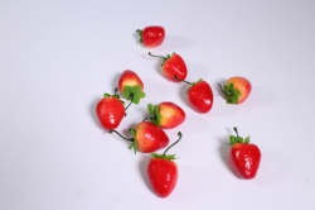 искусственные фрукты - клубника  4см (10шт)