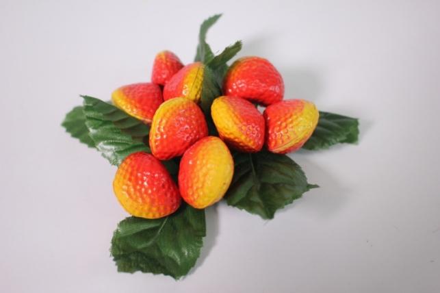 искусственные фрукты - клубника на кольце d=10см h=4см