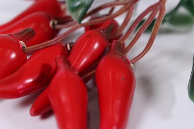 искусственные фрукты - перчик красный на ветке