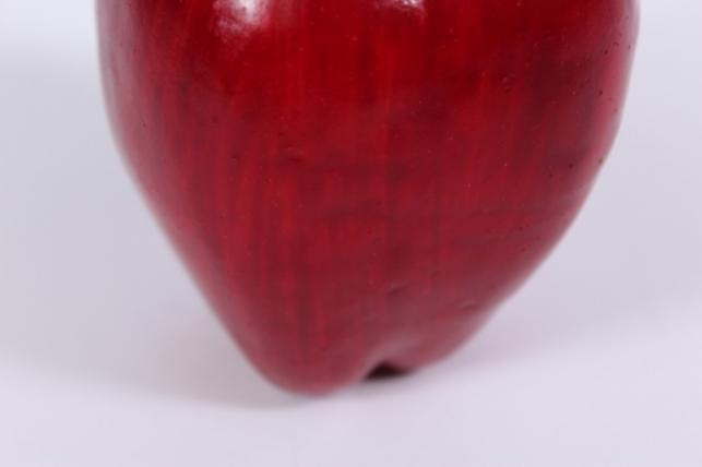 искусственные фрукты - яблоко бордовое удлиненное 9 см