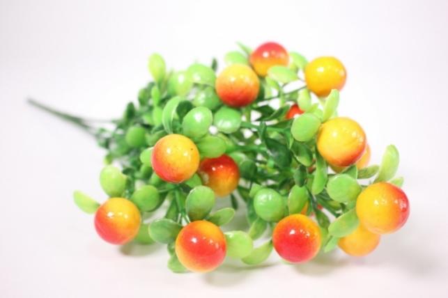Искусственные растения - Ветка с желто-оранжевыми ягодами 33см