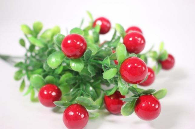 искусственные растения - ветка с красными ягодами