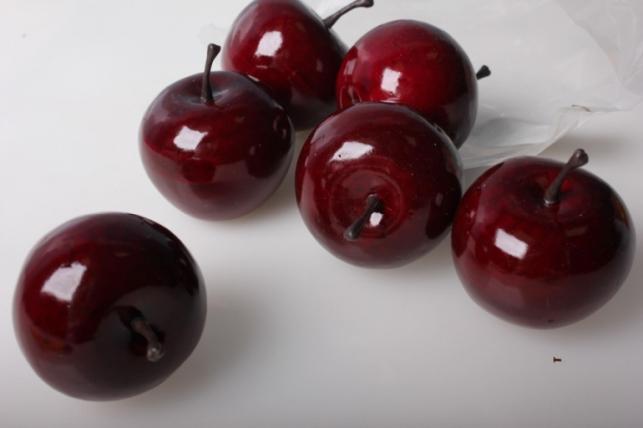 искусственные яблоки средние (6шт) красный д.5 см 8853