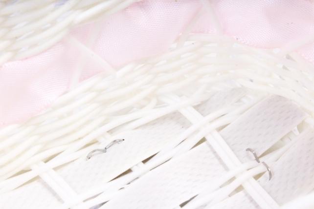 Кашпо коляска пластик белый с розовой лентой