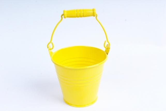 Кашпо Ведерко из металла с деревянной ручкой жёлтое  PY7719
