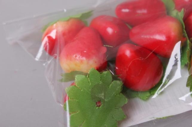 клубничка с листиком 4см (10шт)