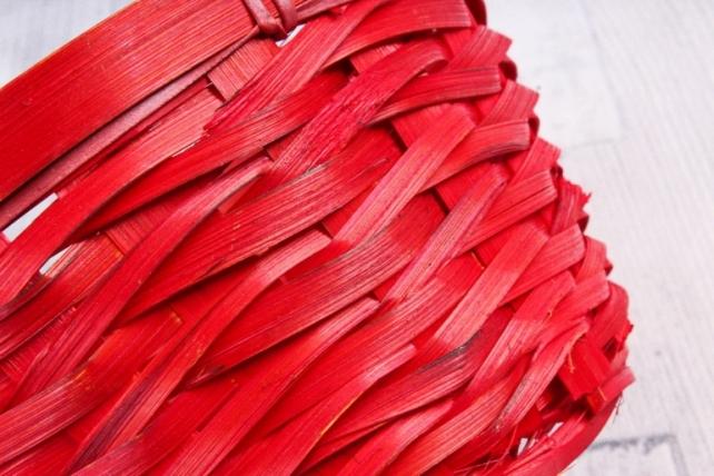 Корзина плетеная (бамбук) красная  1029