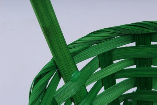 корзина плетеная (бамбук), d13xh9.5/28см зеленая  0527