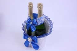 Корзина под две бутылки шампанского (большая) - белая с синей лентой