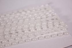 Лента-тесьма 0,5см*9м пластик белый перламутр. бусины 5007
