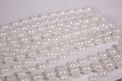 Лента-тесьма 0,8см*9м пластик белые бусины 4925
