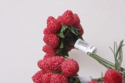 Малина красная 1,2см (12 пучков по 12 шт) искусственные фрукты