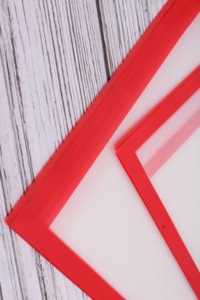 Матовая пленка с каймой однотонная, 60 см х 60 см, 20 листов/упак., красный 4004М