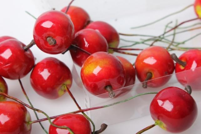 набор искусственных яблок(24 шт) 3см красный 8686
