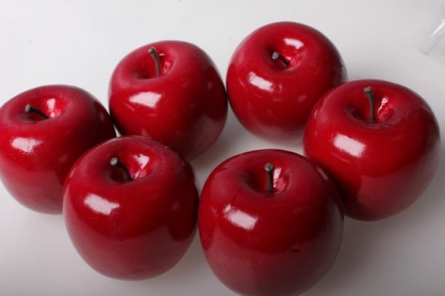 Набор искусственных яблок (6шт) красное д.7см