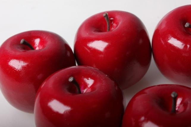 набор искусственных яблок (6шт) красное д.7см 8852
